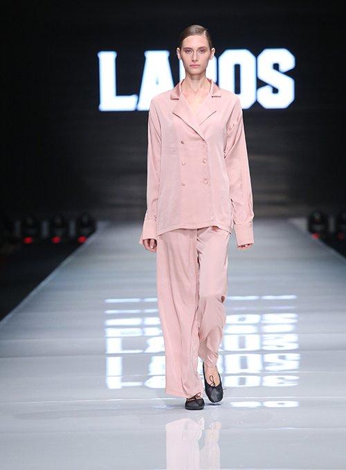 מתוך תצוגת עידן לרוס בשבוע האופנה גינדי תל אביב 2016 | צילום: אבי ולדמן