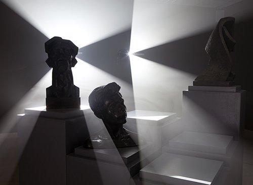 """אלונה רודה   צילום הצבה מתוך התערוכה """"הגוף האתרי"""", 2011, מיצב אור קולי, גלריית האוסף, מוזיאון פתח תקווה לאמנות. באדיבות האמנית וגלריה רוזנפלד, תל אביב   צילום: שחף הבר"""
