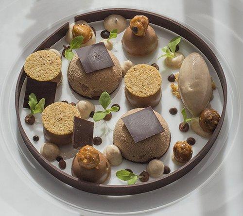 מנה של השף ליונל לוי ממסעדת Alcyone במרסיי, שסופגת השראה ממשאבי הטבע