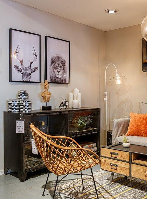 כורסא סקנדינבית לצד יבוא אוריינטלי   לאופרד   צילום: אורית ארנון