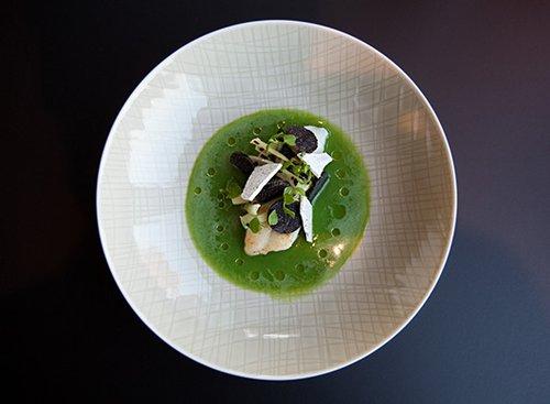 מנה של השף אברהרד לאנג ממסעדת Hugos בברלין, שזוכה בעקביות בכוכב מישלן כל שנה מחדש