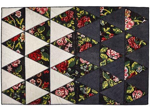 שטיח דגם בארבי של חברת Sitap מחבר את המסורת לעידן המודרני. הוא מורכב מטלאי משולשים ועשוי צמר ובד המפ