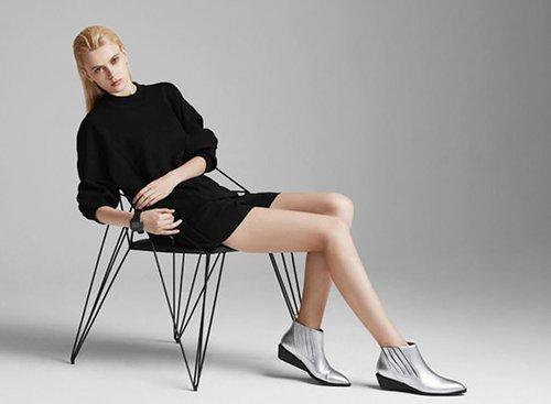 """נעליים של יונייטד ניוד, 623 שקל במקום 890   צילום: יח""""צ חול"""