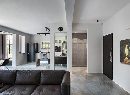 כל סנטימטר בדירה נוצל ביעילות בלי לגרוע מהמראה המוקפד והשפה האחידה | צילום: עמית גושר