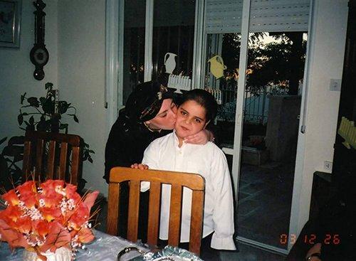 יונתן כילד עם אמו