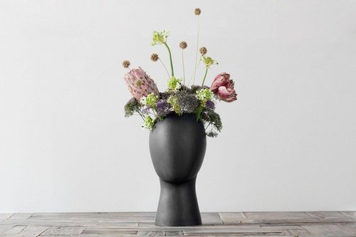 אגרטל פרחים של Tania da Cruz בהשראת דיוקנאות של אמאדו מודילאני