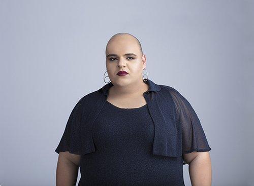 עגילים Jennifer Love; שמלה ועליונית דורין פרנקפורט | צילום: אסף רביבו