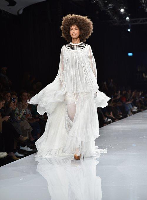 אורית ברקוביץ' בתצוגה של ויוי בלאיש בשבוע האופנה גינדי תל אביב 2017 | צילום: שי פרנקו
