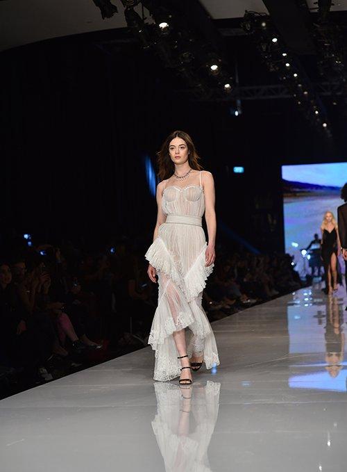 מתוך התצוגה של אריאל טולדנו בשבוע האופנה גינדי תל אביב 2017 | צילום: שי פרנקו
