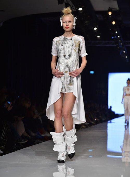 מתוך התצוגה של יוסף בשבוע האופנה גינדי תל אביב 2017 | צילום: שי פרנקו