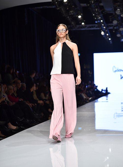 מתוך התצוגה של גדעון וקארן אוברזון בשבוע האופנה גינדי תל אביב 2017   צילום: שי פרנקו