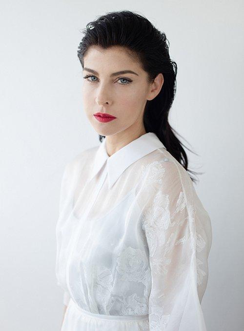 גאולה אבן-סער: שמלה לבנה Liz Martinez, שמלת קומבינזון Fashion List | צילום: דודי חסון