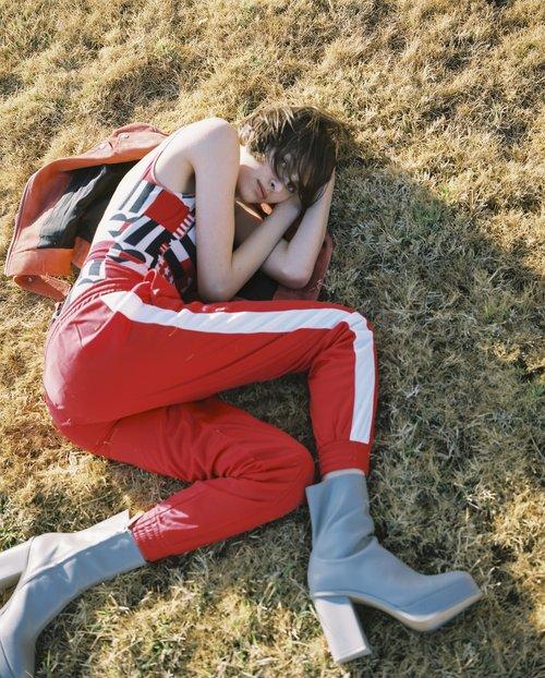 בגד גוף טומי הילפיגר, ז'קט אקנה בבוטיק ורנר, מכנסיים H&M, נעליים זארה | צילום: דודי חסון