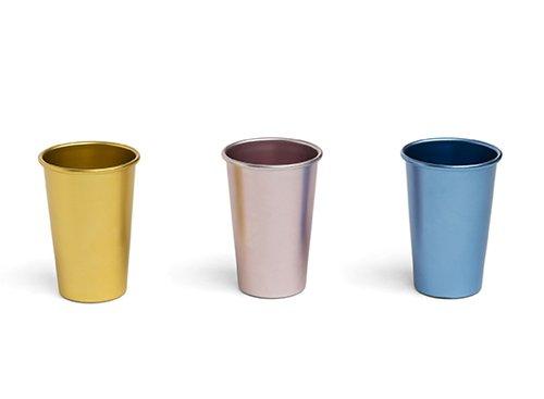 כוסות נירוסטה של גולף אנד קו | צילום: יונתן בלום