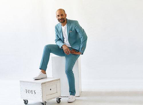 חגי נגר: חליפה באמוס סקוואר, חולצה זארה, נעליים H&M  צילום: סם יצחקוב