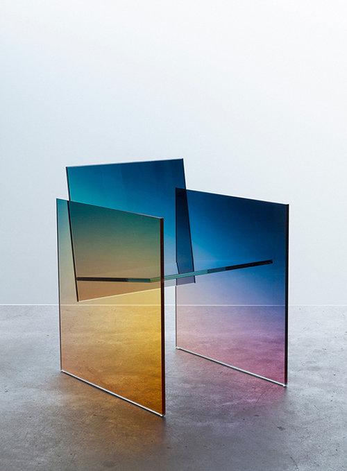 כסא זכוכית מרחף | Germans Ermičs
