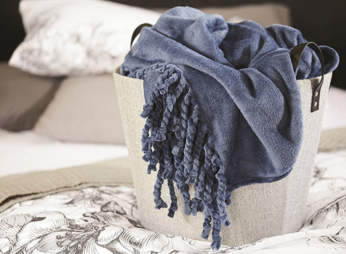 להתאים את השמיכה לג'ינס: פוקס הום | צילום: יורם אשהיים, סטיילינג: אורית קודמן