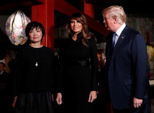 אין באמת טעם לטרוח ולשאול מי לבשה טוטאל לוק שחור יותר טוב, נכון? מלניה טראמפ   צילום: Gettyimages
