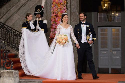 סופיה נסיכת שוודיה ביום החתונה שלו. ההשוואות לשמלת הכלה של קייט מידלטון בלתי נמנעות | צילום: Gettyimages