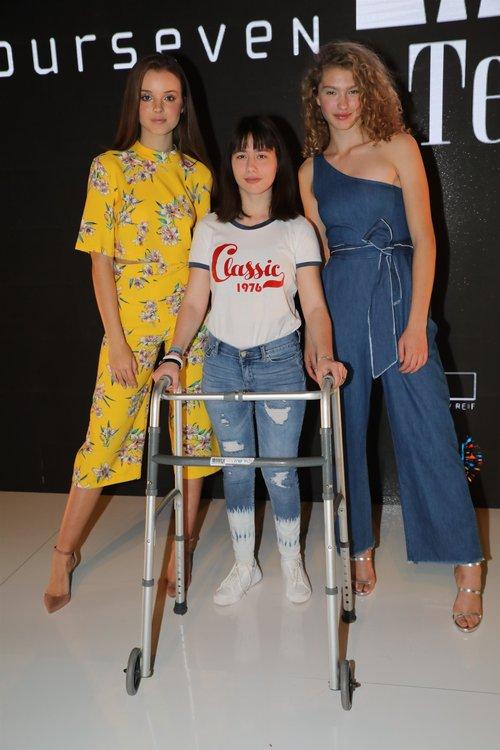 דורית רבליס, אלונה נאומוב ואנה זק בתצוגה של טוונטיפורסבן | צילום: רפי דלויה