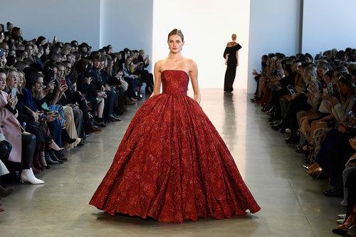 שמלה של באדג׳לי מישקה מקולקציית סתיו 2018 | צילום: Gettyimages
