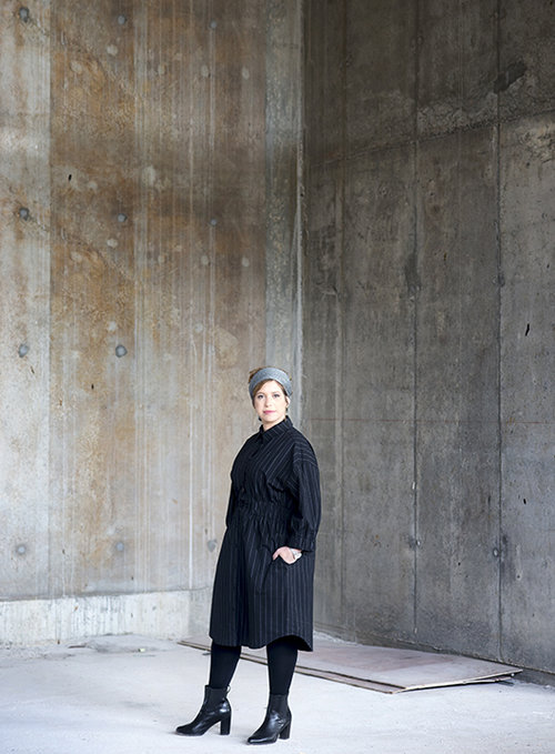 מיכל גלר לובשת שמלה של רונן חן | צילום: מירי דוידוביץ', סטיילינג: שיר פלד, איפור ושיער: נועה אלפנדרי