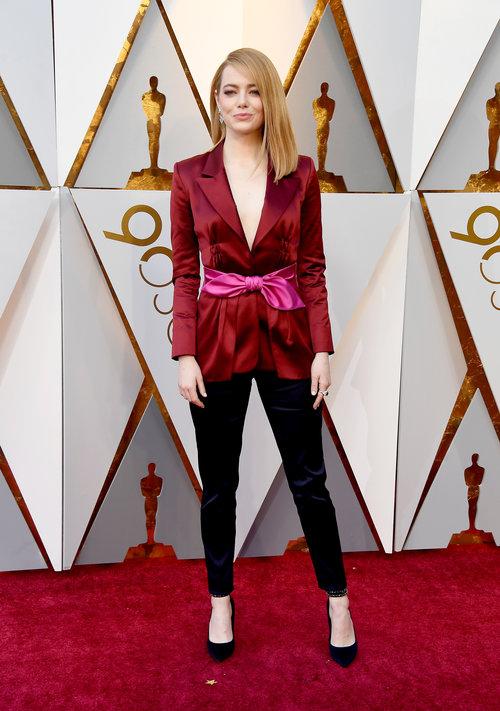 מי אמר שאי אפשר ללבוש מכנסיים לטקס היוקרתי בעולם? אמה סטון באוסקר 2018 | צילום: Gettyimages