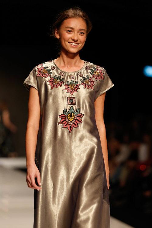 דוגמניות מחייכות, סוף סוף! בתצוגה של טובה'לה בשבוע האופנה תל אביב 2018 | צילום: אדריאן סבל