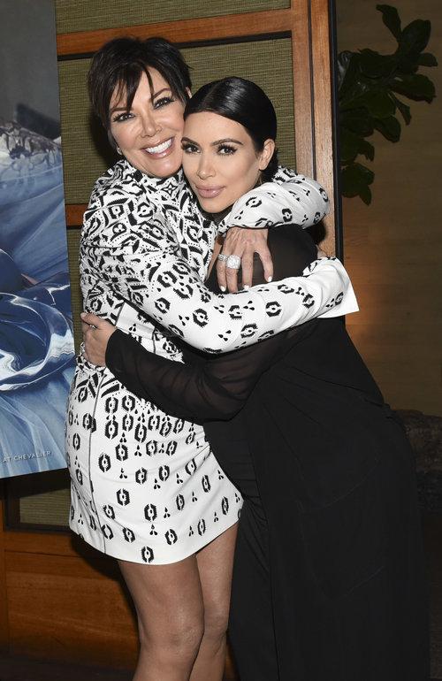 קים קרדשיאן ואימא קריס ג'נר | צילום: Gettyimages