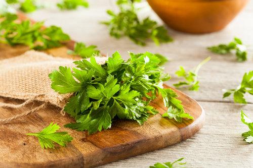 אל תגזימו עם הפטרוזיליה בסלט | צילום: Shutterstock
