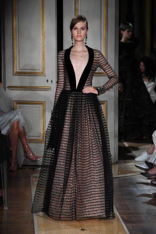 השמלה הזאת תהיה מהממת לגל, לא? מתוך התצוגה של ארמני פריווה בשבוע אופנת הקוטור בפריז | צילום: Gettyimages