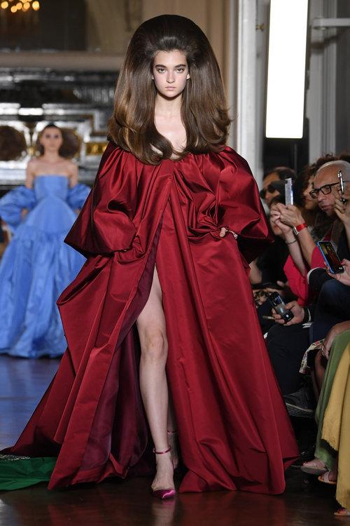 שמלות עוצרות נשימה בתצוגה של ולנטינו | צילום: Gettyiamges