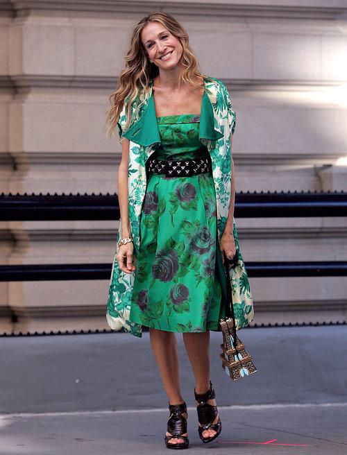 שרה ג'סיקה פארקר בדמותה של קארי בראדשו עם תיק טיפוסי בעיצוב טימי וודס | צילום: Gettyimages