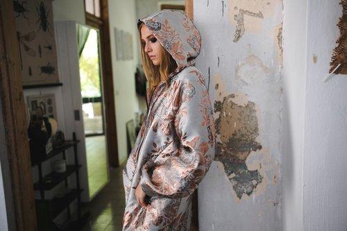 ז'קט ברוקאד של לארה רוסנובסקי | צילום: ליה גלדמן