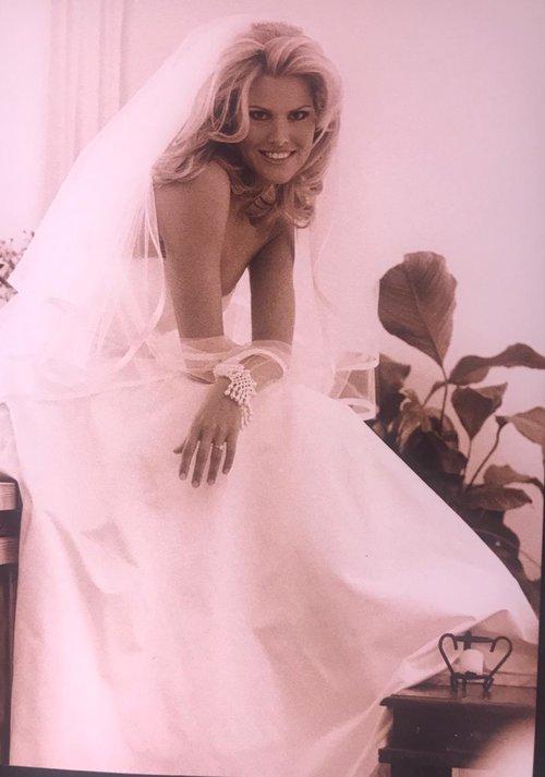 שלי גפני בחתונתה עם שמלה של גדעון אוברזון | צילום: באדיבות שלי גפני