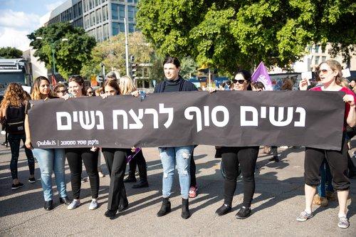 נשים סוף לרצח נשים, נשים מפגינות בכיכר הבימה | צילום: דין אהרוני רולנד