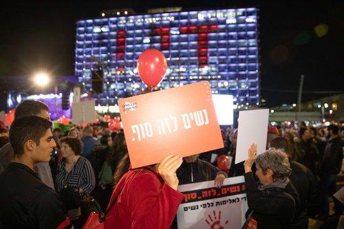 נשים לזה סוף, הפגנה בכיכר רבין בתל אביב | צילום: דין אהרוני רולנד
