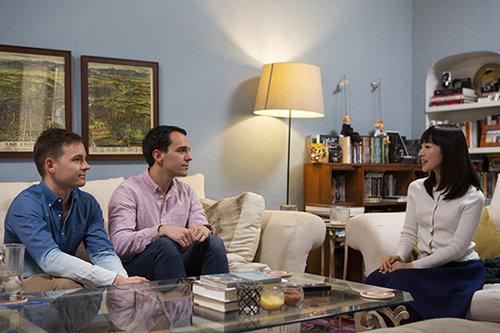 """""""אף אחת לארוצה להיכנס לארגזי הפיצ'פקעס המאובקים של עצמה, אז למה להיכנס לזה של אחרים?"""", מתוך הסדרה """"עושים סדר עם מארי קונדו""""   צילום: נטפליקס"""
