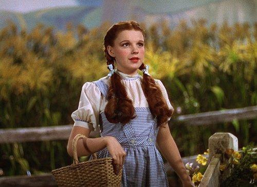 """""""דורותי רוצה לחזור הביתה ובית זה דבר חשוב בחיים של כולנו"""", ג'ודי גרלנד   צילום מסך מ""""הקוסם מארץ עוץ"""""""